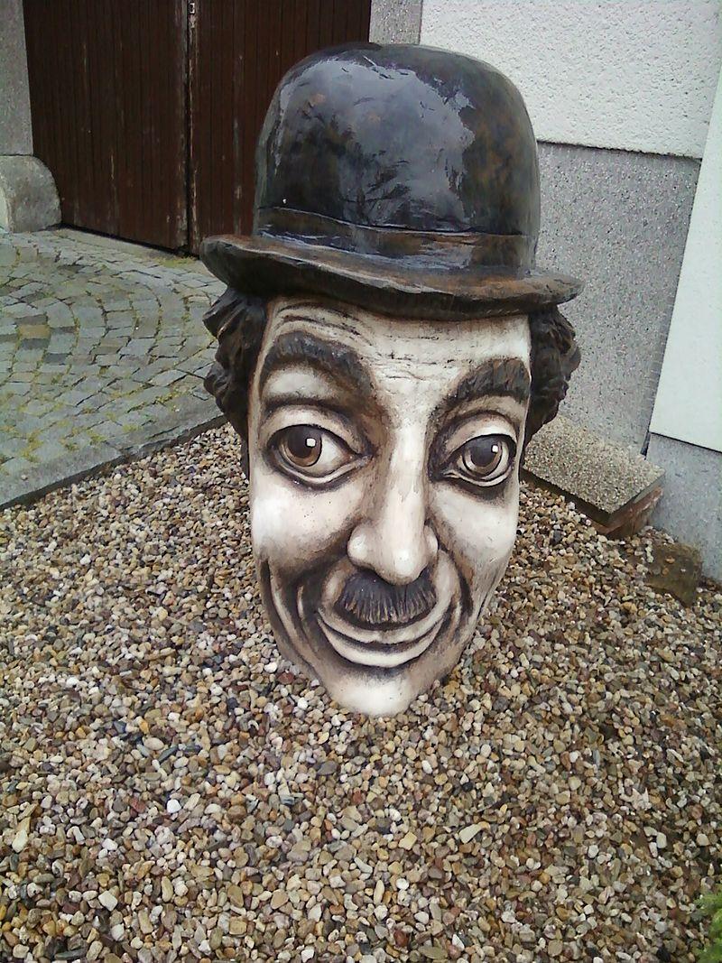Sochy a plastiky Charlie Chaplin